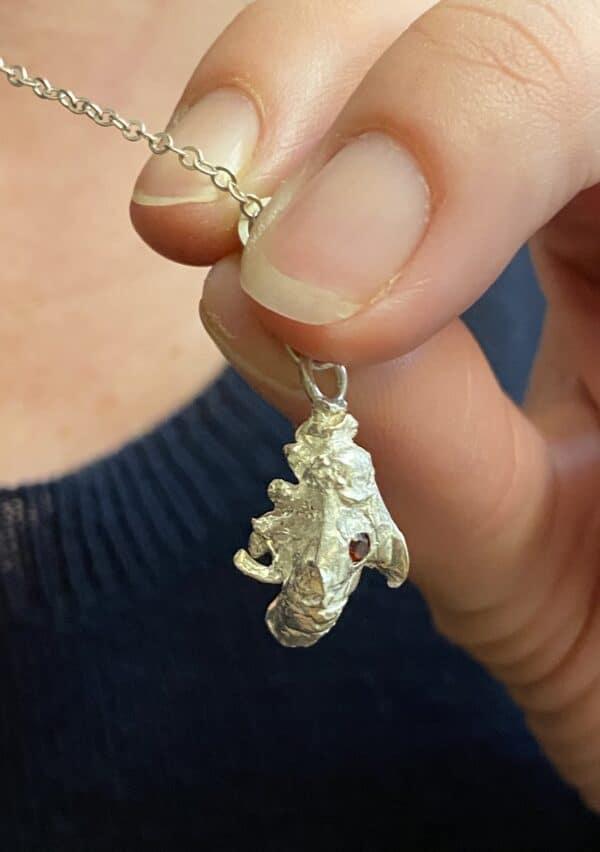 Victoria pendant with Garnet I