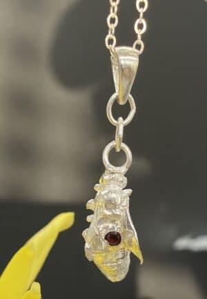 Victoria pendant with Garnet II